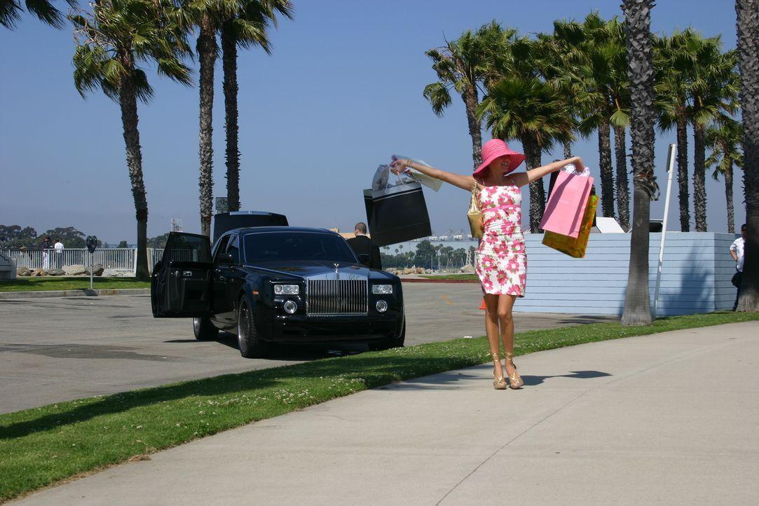 Ahnt nicht, dass die neuen Klamotten keine Verwendung mehr finden: Lauren (Nikki Griffin) ... - Bildquelle: Voltage Pictures