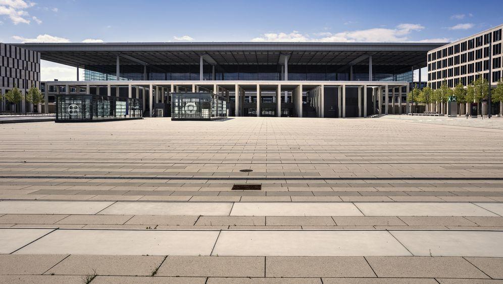 Der Flughafen Berlin Brandenburg - Bildquelle: spuno - Fotolia