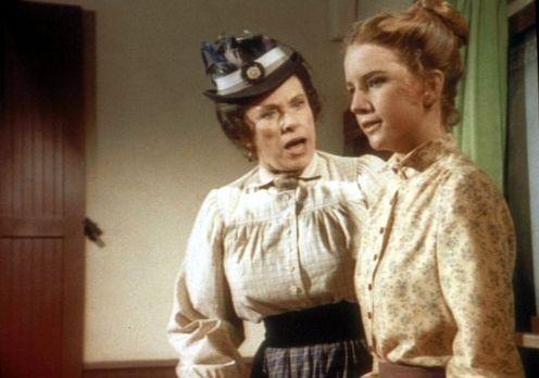 Unsere kleine Farm - Laura (Melissa Gilbert , r.) platzt vor Wut, denn Mrs. O...