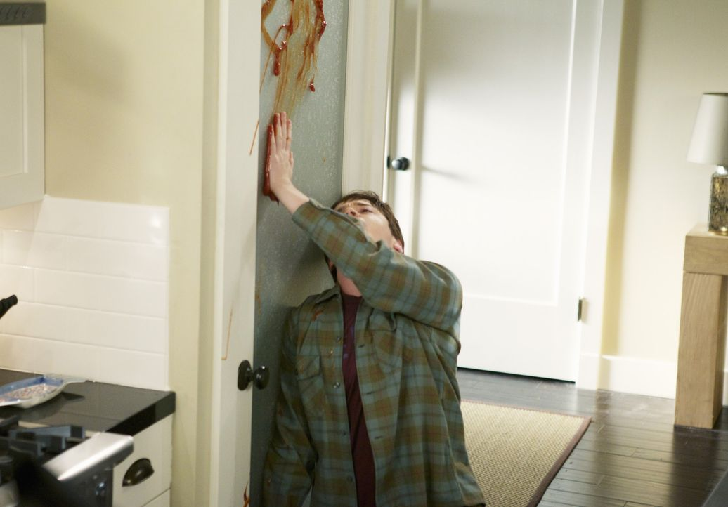 Was ist nur mit Travis (Dan Byrd) los? - Bildquelle: 2010 ABC INC.