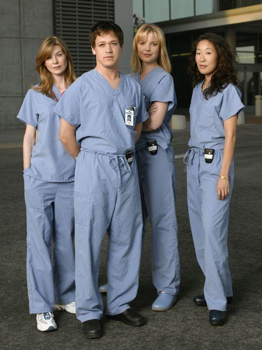 (1. Staffel) - Gemeinsam beginnen Dr. Cristina Yang (Sandra Oh, r.), Dr. Meredith Grey (Ellen Pompeo, l.), Dr. Isobel 'Izzie' Stevens (Katherine Hei... - Bildquelle: Touchstone Television