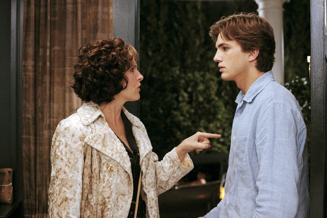 Doch nur wenige Minuten nachdem der Hausherr sich verabschiedet hat, taucht Jacks Ex-Sekretärin Audrey Bennett (Molly Shannon, l.) auf, die ihn bit... - Bildquelle: Falcom Media