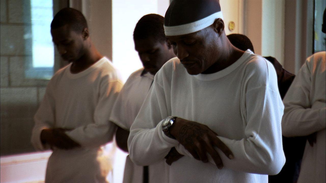 Selbstverteidigung im Gefängnis? Randy Cochran (r.) gibt Kurse für seine Mitinsassen ... - Bildquelle: Ryan Hill part2pictures