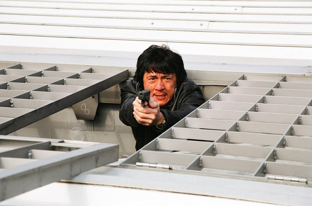 Als Wings (Jackie Chan) gesamte Einheit bei einem Hinterhalt von einer Jugendbande getötet wird, traut er seinen eignen Fähigkeiten nicht mehr. Der... - Bildquelle: E.M.S.