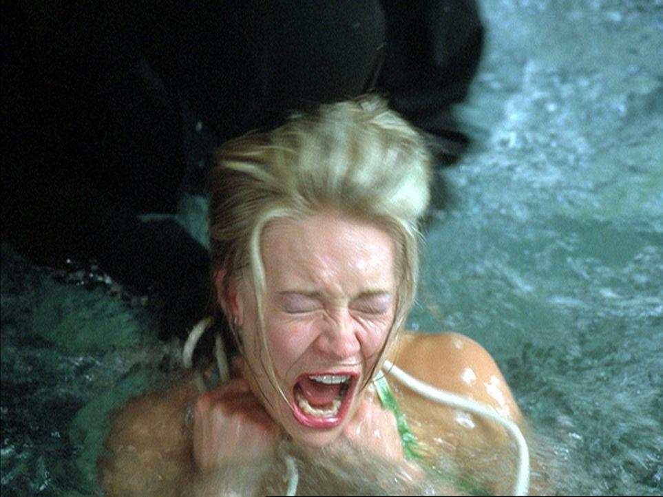 Auch Kristen (Amy Lindsay) kann dem Mörder nicht länger entgehen ... - Bildquelle: 2004 by Epsilon Motion Pictures