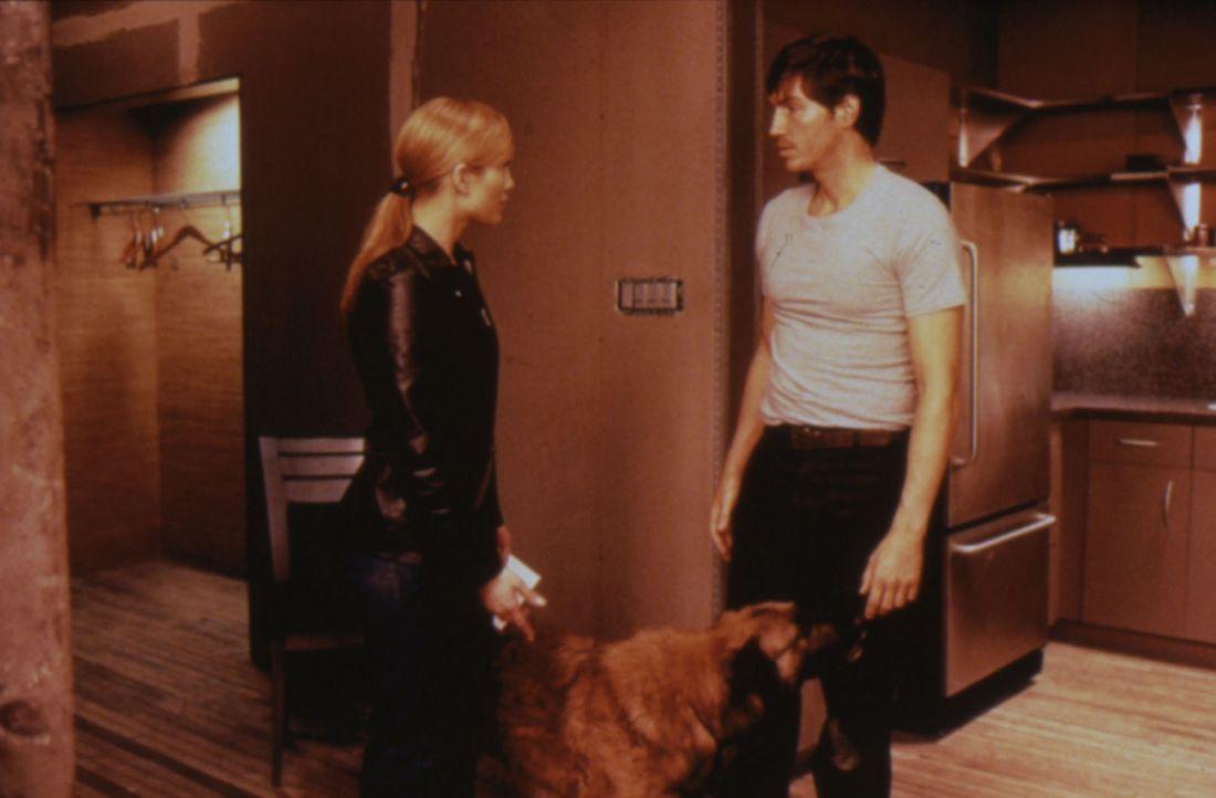 Sharon (Jennifer Lopez, l.) hat den mysteriösen Vagabunden Catch (James Caviezel, r.) schon einmal getroffen, doch ihrer Erinnerung fehlt ein entsc... - Bildquelle: Warner Bros.