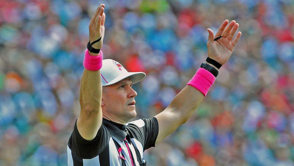 Referee Clete Blakeman erhält für das MNG ein neues Team. - Bildquelle: 2013 Getty Images