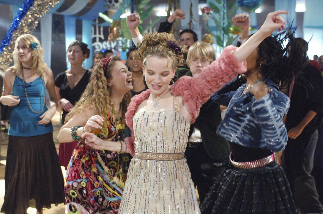 Über Nacht berühmt: Jamies (Kay Panabaker, vorne) ... - Bildquelle: Buena Vista International Television