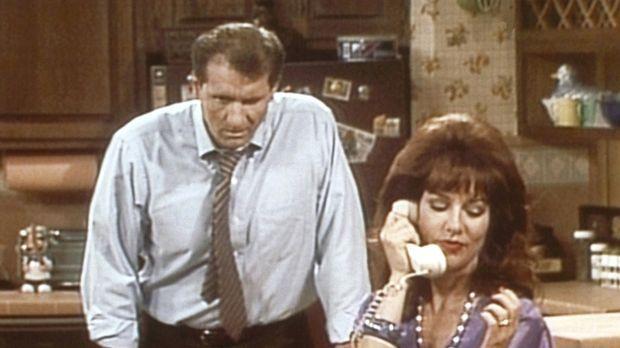 Al (Ed O'Neill, l.) ist es leid, dass Peggy (Katey Sagal, r.) das Haushaltsbu...