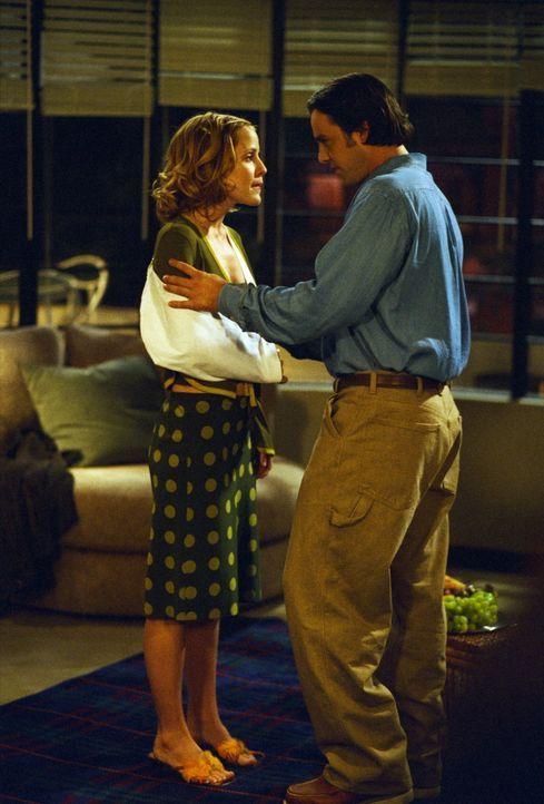 Anya (Emma Caulfield, l.) ist erfreut, dass Xander (Nicholas Brendon, r.) eine neue Wohnung gemietet hat. Doch sie kann sich des Gefühls nicht erweh... - Bildquelle: TM +   2000 Twentieth Century Fox Film Corporation. All Rights Reserved.
