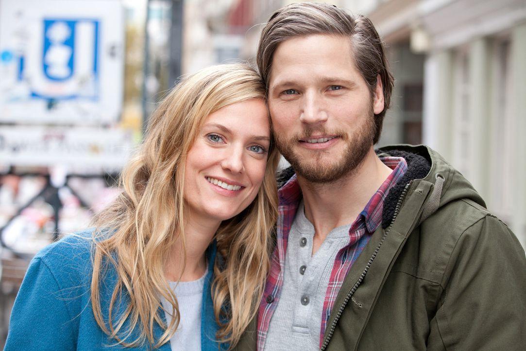 Sven (Sebastian Ströbel, r.) liebt Katharina (Marie Burchard, l.) und sie ihn. Doch es gibt einige Geheimnisse in ihrer Beziehung - bis sich das Paa... - Bildquelle: Maor Waisburd SAT.1