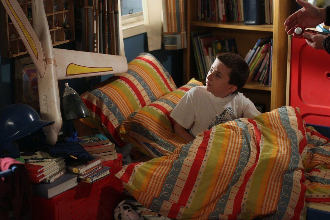 Sie verschlafen, vergessen ihre Schulsachen und verpassen den Bus: Für Brick (Atticus Shaffer), Sue und Axl geht der erste Schultag gewaltig in die... - Bildquelle: Warner Brothers