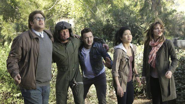 Während einer Rettungsmission stürzt der Helikopter mit Sylvester (Ari Stidha...