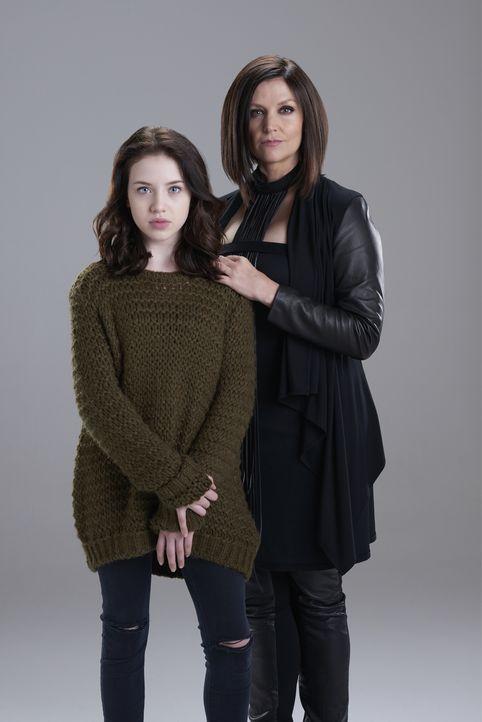 (2. Staffel) - Wie weit wird Ruth (Tammy Isbell, r.) für die junge Savannah (Kiara Glasco, l.) gehen? - Bildquelle: 2015 She-Wolf Season 2 Productions Inc.