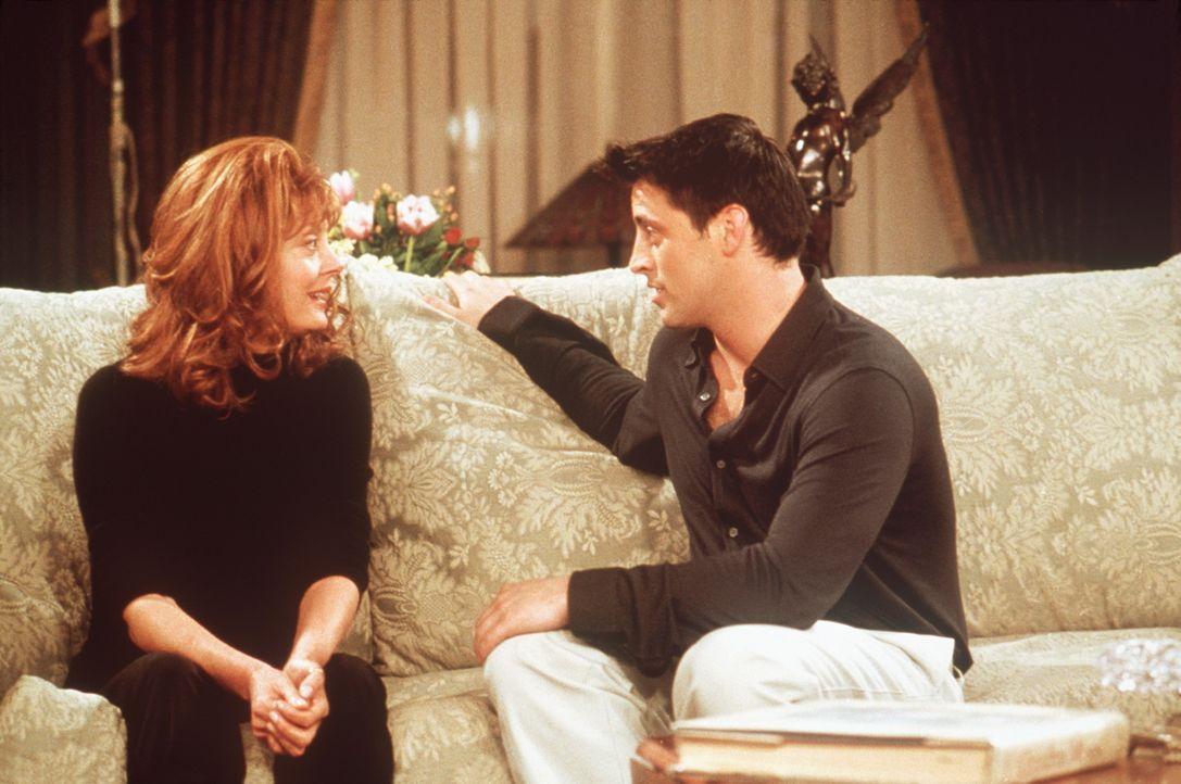 Joey (Matt LeBlanc, r.) kann es kaum fassen, dass er plötzlich eine Sprechrolle bekommt. Auch seine Kollegin Jessica (Susan Sarandon, l.) wundert s... - Bildquelle: TM+  2000 WARNER BROS.