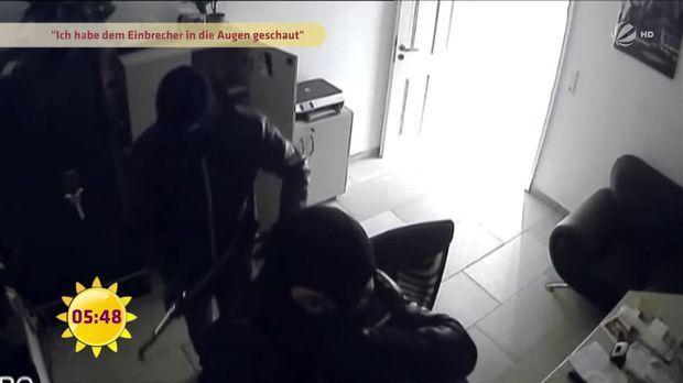 fr hst cksfernsehen video auf frischer tat ertappt einbrecher in der wohnung sat 1. Black Bedroom Furniture Sets. Home Design Ideas