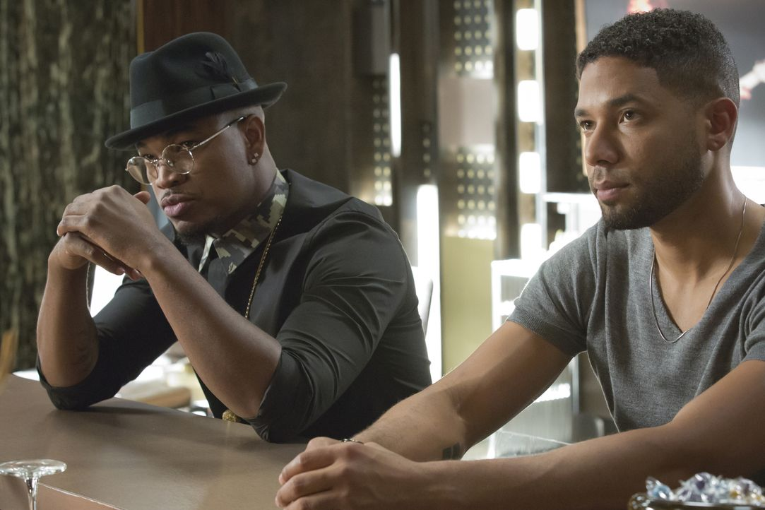 Jamal (Jussie Smollett, r.) soll mit Ne-Yo (Ne-Yo, l.) auf Tour gehen. Doch als Lucious erfährt, dass Jamal seinen Lover Michael mitnehmen möchte, k... - Bildquelle: Chuck Hodes 2015-2016 Fox and its related entities.  All rights reserved.