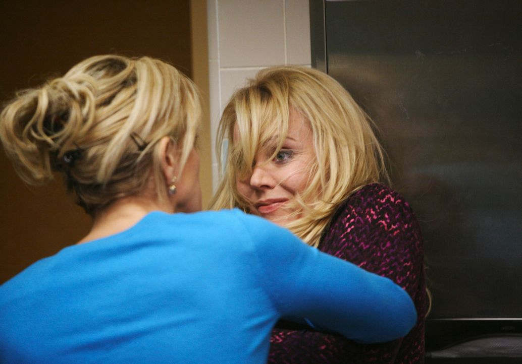 Porter hat eine Affäre mit Anne Schilling (Gail O'Grady, r.) und droht damit, das Haus zu verlassen, wenn sich seine Eltern einmischen. Lynette (Fel... - Bildquelle: ABC Studios