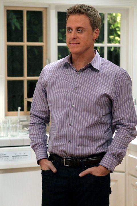 Noah Werner (Alan Tudyk), ein College-Freund von George, hilft den neuen Nachbarn sich in der Vorstadt zurechtzufinden ... - Bildquelle: Warner Bros. Television