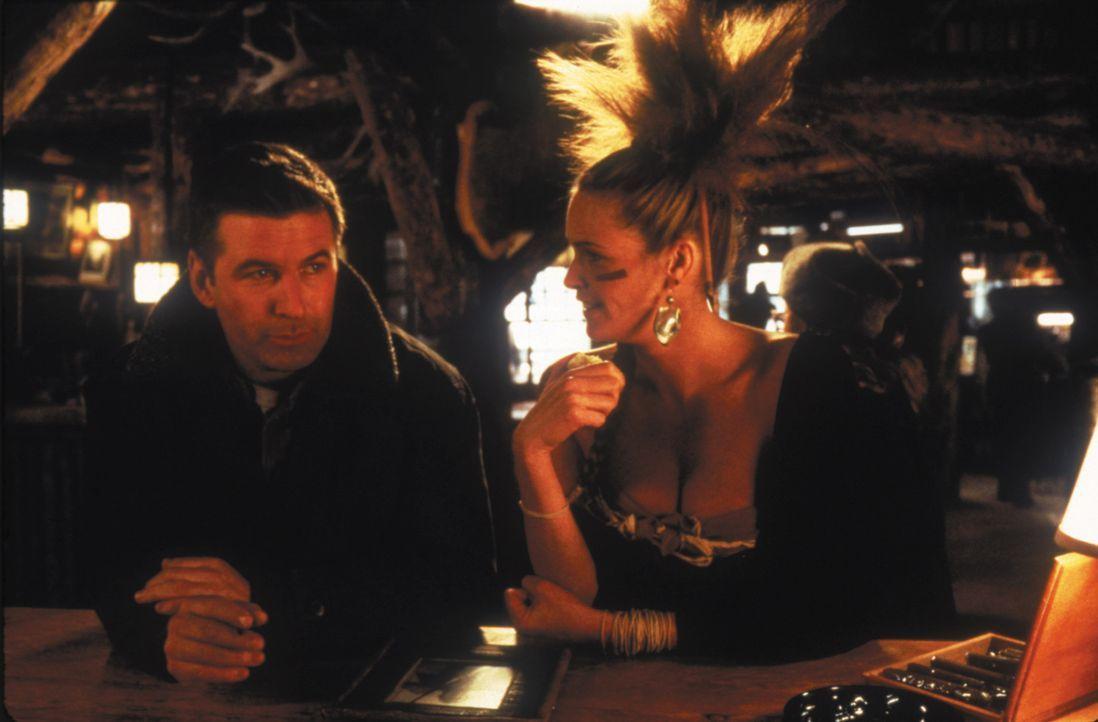 Bildhübsch, sexy und erfolgreich: Mickey Morse (Elle Macpherson, r.) ist das Lieblingsmodel des Modefotografen Robert Green (Alec Baldwin, l.). Ihre... - Bildquelle: kabel eins