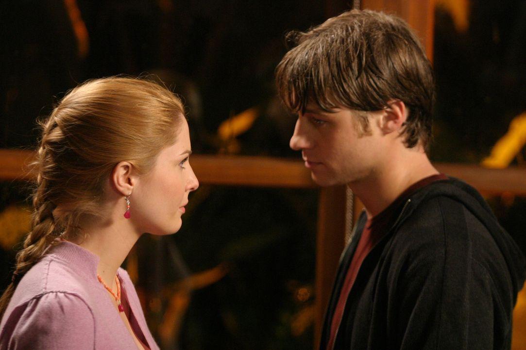 Schweren Herzen nehmen Ryan (Benjamin McKenzie, r.) und Lindsay (Shannon Lucio, l.) voneinander Abschied ... - Bildquelle: Warner Bros. Television