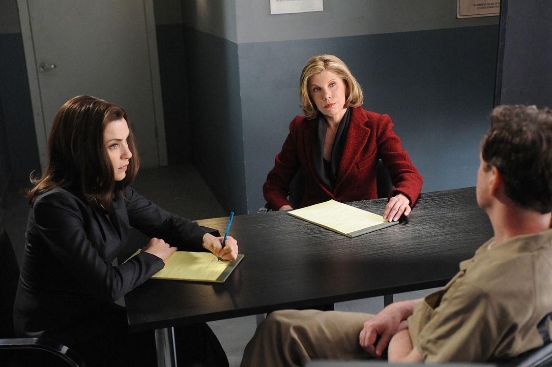 Haben einen dubiosen Mordfall mit einem eigenartigen, vermutlichen Mörder (Dylan Baker, r.): Alicia (Julianna Margulies, l.) und Diane (Christine B... - Bildquelle: CBS Studios Inc. All Rights Reserved.