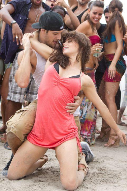 Tanzen ist ihr Leben. Luke (Rick Malambri, l.) und Natalie (Shrani Vinson, r.) verstehen sich nicht nur auf der Tanzfläche prächtig ... - Bildquelle: Constantin Film