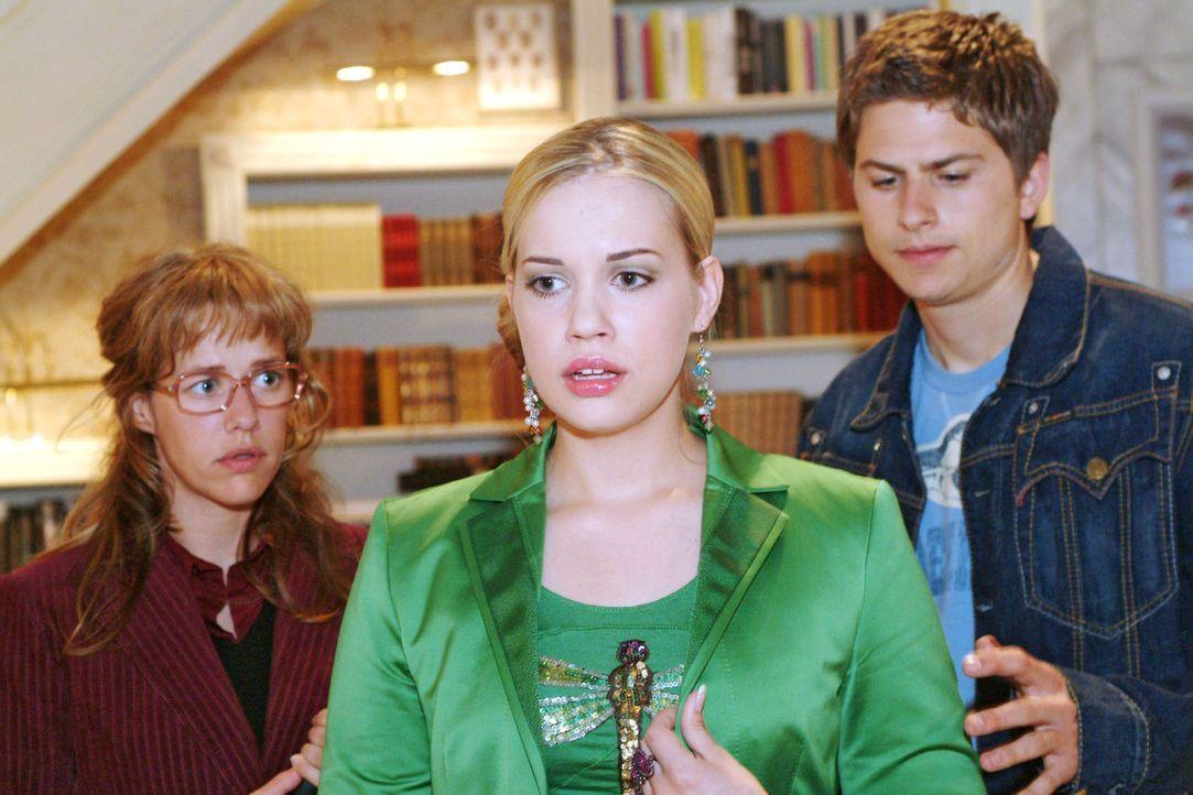 Als Kim (Lara-Isabelle Rentinck, M.) mit Timo (Matthias Dietrich, r.) nach Hause kommt, ist es an Lisa (Alexandra Neldel, l.), ihr die schlimme Nach... - Bildquelle: Sat.1