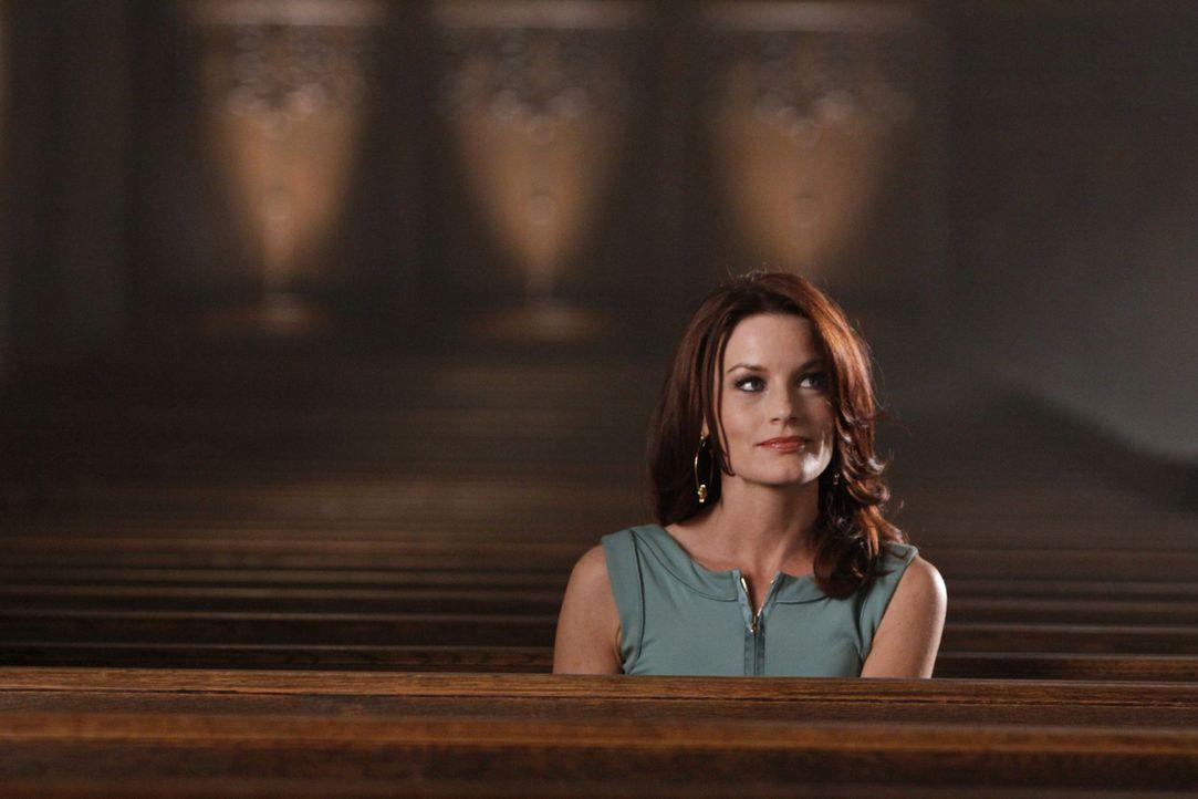 Trägt Sydney (Laura Leighton) eine Mitschuld an ihrem Mord? - Bildquelle: 2009 The CW Network, LLC. All rights reserved.