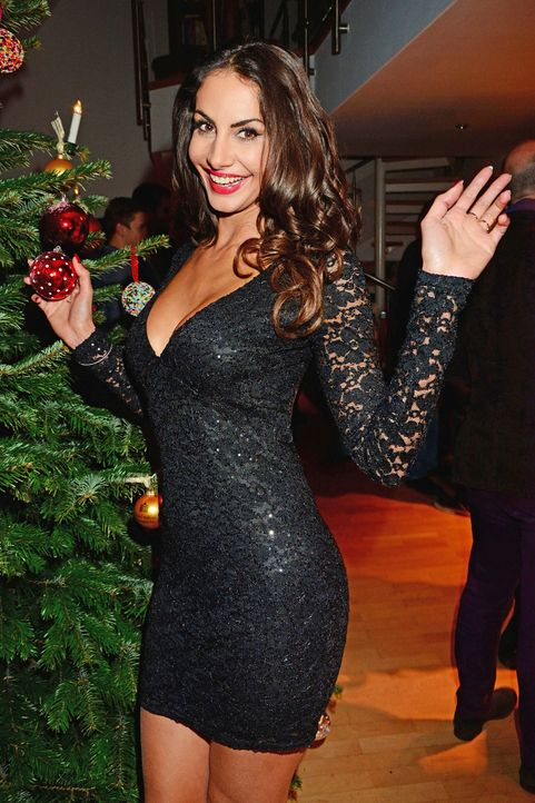 Star-Press-Xmas-Party-Janina-Youssefian-141212-2-AEDT-WENN-com - Bildquelle: AEDT/WENN.com
