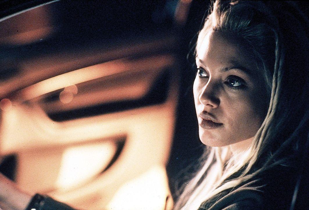 Sara (Angelina Jolie) weiß genau, wie man Autos knackt ohne Spuren zu hinterlassen ... - Bildquelle: Merrick Martin Touchstone Pictures