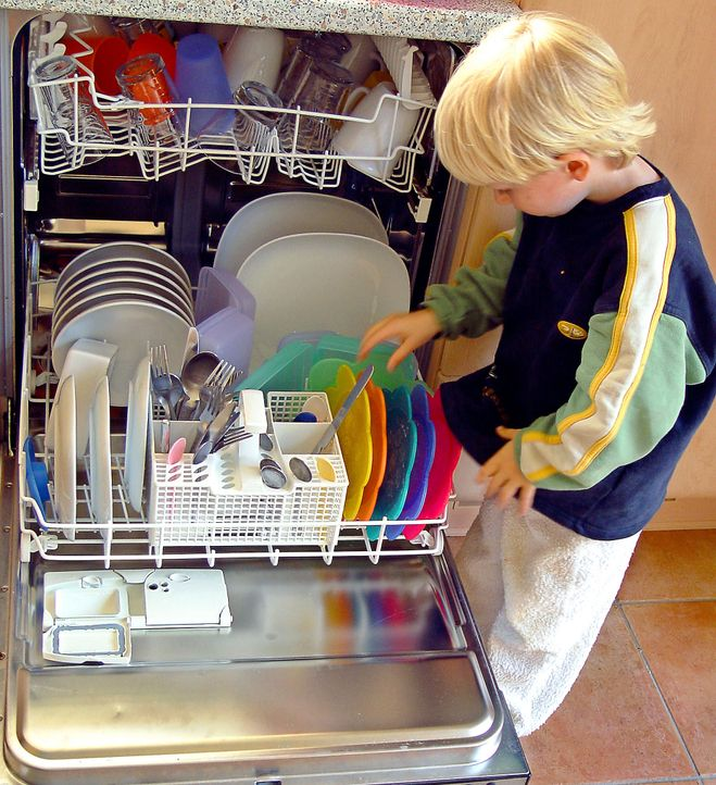 Nicht nur ein Alibi für Hausarbeitsmuffel: Am 8. Mai ist Muttertag - Bildquelle: dpa-gms