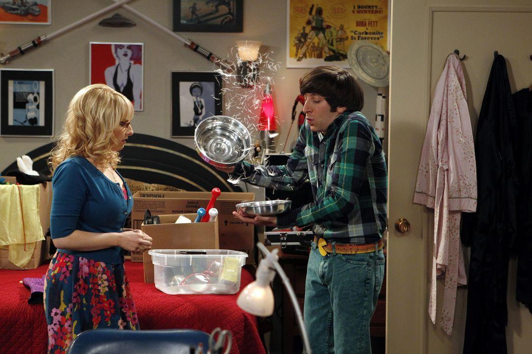 Bereiten sich auf ihre Zaubershow vor: Bernadette (Melissa Rauch, l.) und Howard (Simon Helberg, r.) ... - Bildquelle: Warner Bros. Television