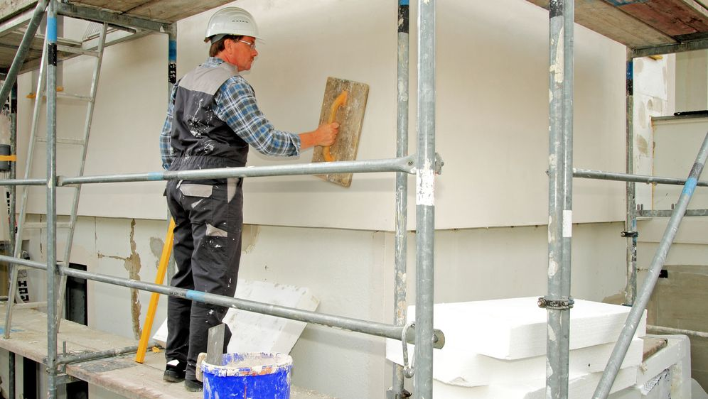 Gründe für eine Bausanierung - Bildquelle: mitifoto - Fotolia