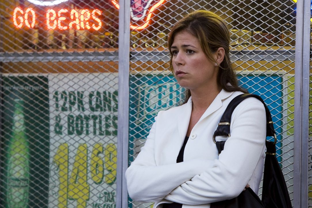 Abby (Maura Tierney) hat ein Problem, denn allem Anschein nach hat sie wieder mit dem Trinken begonnen  ... - Bildquelle: Warner Bros. Television