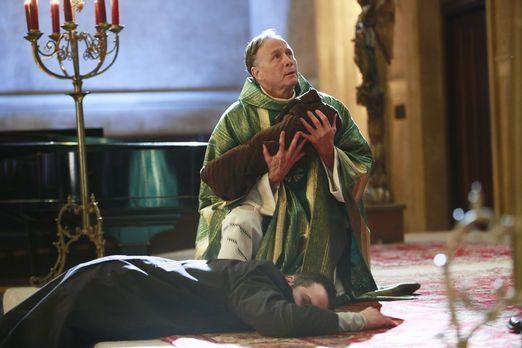Castle - Kurz bevor Cameron Ducane (Chris Andrew Ciulla, l.) tot zusammenbric...