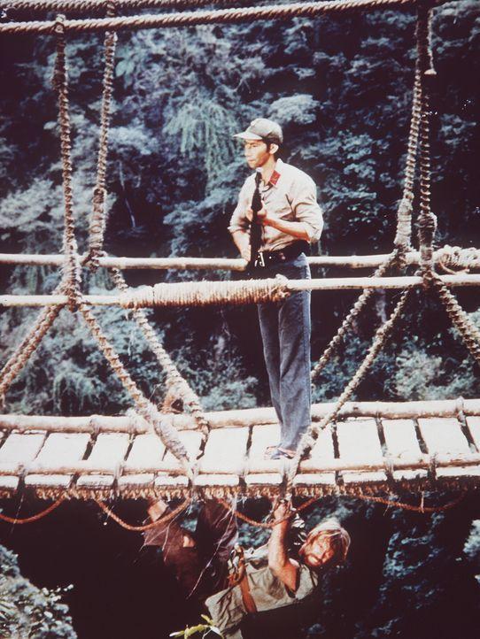 Entschlossen zum Handeln: Colonel Braddock (Chuck Norris, unten) will die amerikanischen Kriegsgefangenen aus den vietnamesischen Lagern befreien ... - Bildquelle: TM &   Metro-Goldwyn-Meyer Studios Inc. All Rights Reserved.