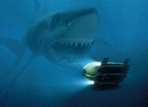 Shark Attack 3: Megalodon - Der Magalodon verfügt über einen riesigen Appetit...