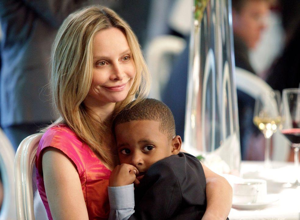 Kitty (Calista Flockhart, l.) ist glücklich mit ihrem Sohn Evan (Mark Ricks, r.), aber einem weiteren Kind gegenüber ist sie nicht abgeneigt ... - Bildquelle: 2011 American Broadcasting Companies, Inc. All rights reserved.