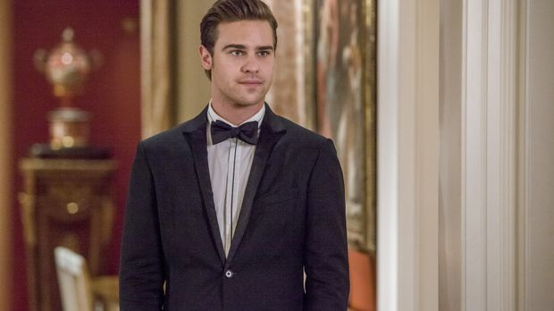 Eigentlich müsste Grayson (Grey Damon) dringend mit Emery sprechen, doch Drak...
