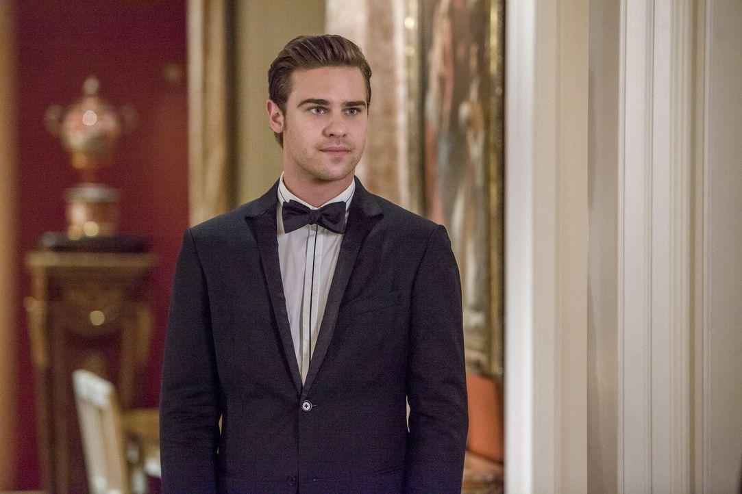 Eigentlich müsste Grayson (Grey Damon) dringend mit Emery sprechen, doch Drake und Zoe haben andere Pläne für ihn ... - Bildquelle: 2014 The CW Network, LLC. All rights reserved.