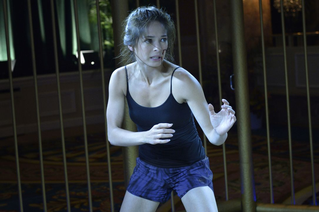 Ein Söldner, der möglicherweise etwas mit den Bestien-Jägern zu tun hat, wird ermordet. Cats (Kristin Kreuk) Ermittlungen führen sie in einen Fight... - Bildquelle: Ben Mark Holzberg 2016 The CW Network. All Rights Reserved.