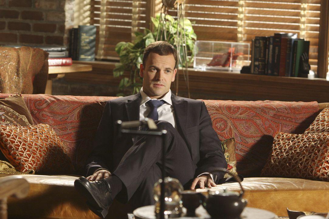 Erhofft sich von seiner Therapeutin die Zulassung, um wieder als Anwalt arbeiten zu können: Eli Stone (Jonny Lee Miller) ... - Bildquelle: Disney - ABC International Television