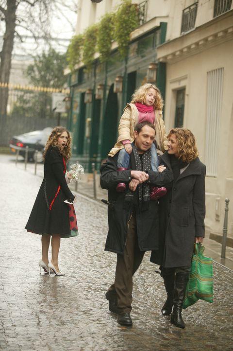 Ein fremdes Kind schlägt Carrie (Sarah Jessica Parker, l.) unvermittelt auf den Kopf - die ganze Welt scheint sich gegen sie zu richten ... - Bildquelle: Paramount Pictures