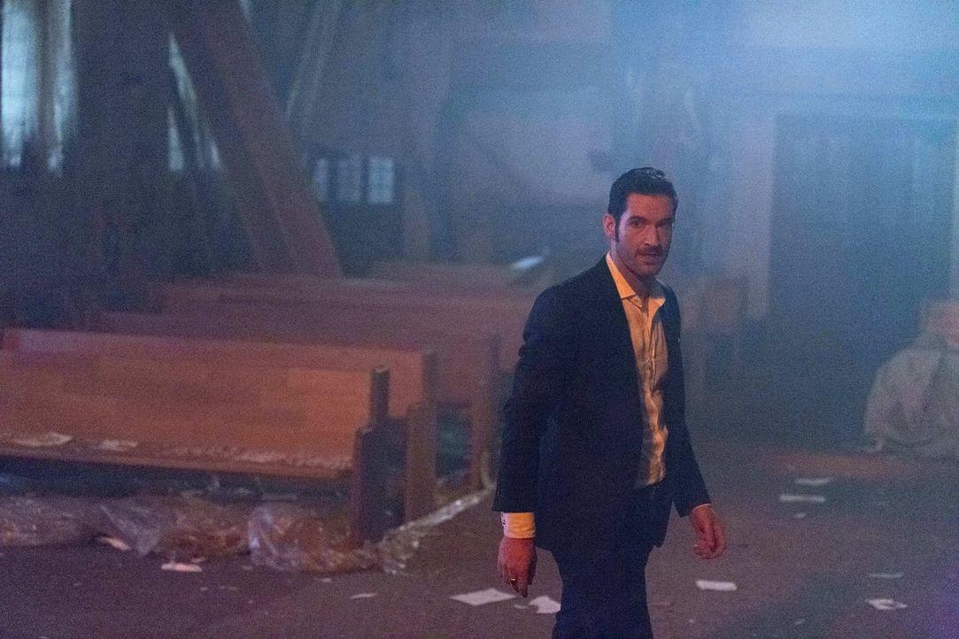 Streitet sich mit einem seiner Brüder über das Schicksal von Chloe und Charlotte: Lucifer (Tom Ellis) ... - Bildquelle: 2016 Warner Brothers