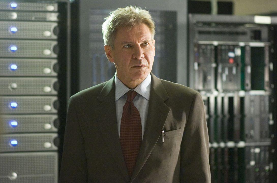 Ahnt noch nicht, dass er gleich im größten Albtraum seines Lebens steckt: Sicherheitschef einer Bank Jack Stanfield (Harrison Ford) ... - Bildquelle: Warner Bros. Pictures