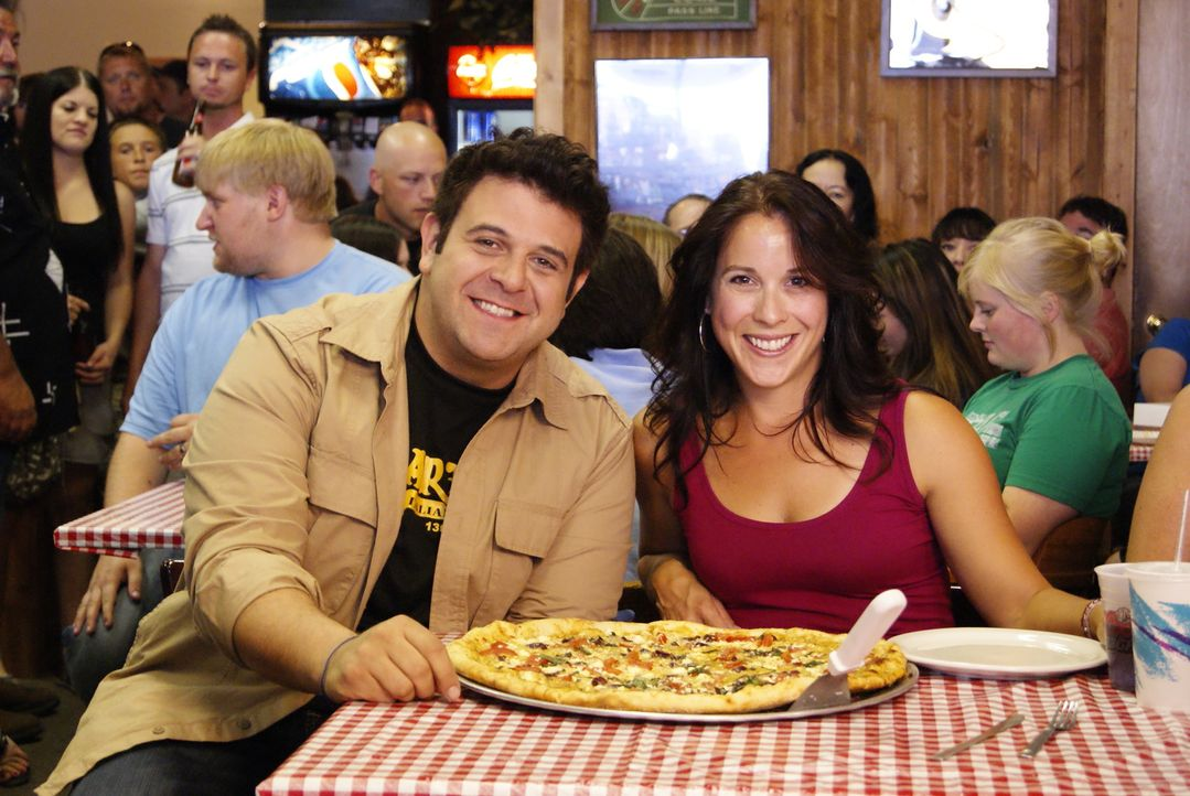 Adam Richman (l.) - Bildquelle: 2009, The Travel Channel, L.L.C./Sharp Entertainment