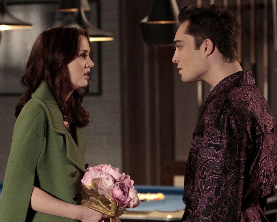 Blair (Leighton Meester, l.) hat Angst, zu spät zu sein, aber Chuck (Ed Westwick, r.) beruhigt sie - zu Recht? - Bildquelle: Warner Bros. Television