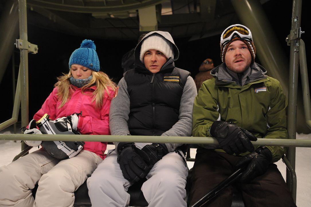 Ein herrlicher Tag auf der Skipiste wird für Joe (Shawn Ashmore, r.), Dan (Kevin Zegers, M.) und Parker (Emma Bell, l.) zu einem eisigen Horrortrip,... - Bildquelle: Fred Hayes Frostbite Features, Inc.