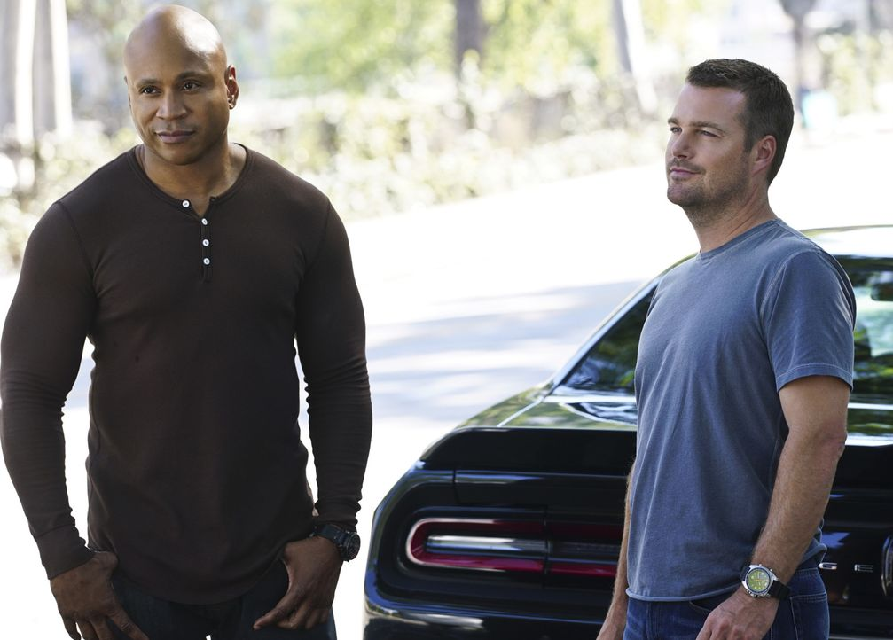 Liefern sich ein Rennen gegen die Zeit, um die Unschuld von Deeks zu beweisen: Sam (LL Cool J, l.) und Callen (Chris O'Donnell, r.) ... - Bildquelle: Richard Cartwright 2015 CBS Broadcasting, Inc. All Rights Reserved.